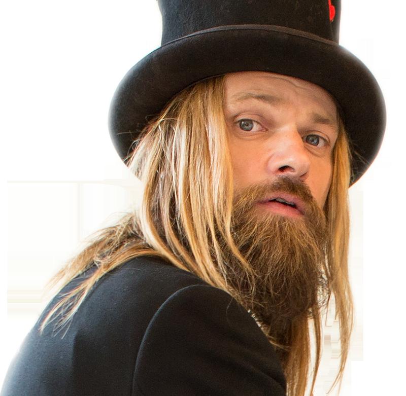 Carl-Einar Häckner är trollkarl och artist. Just nu turnerar han i folkparkerna med föreställningen Skärvor.