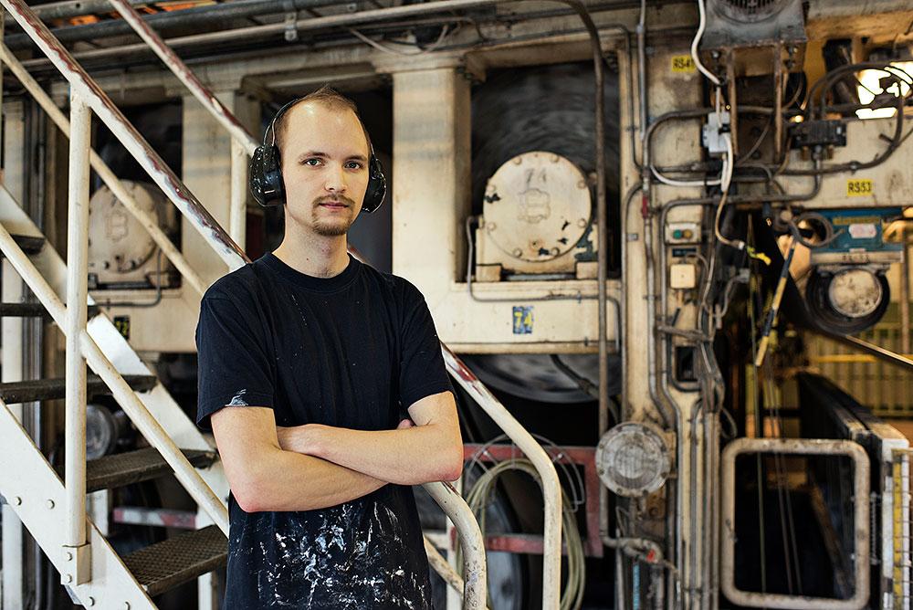 Love Mattsson tror inte att en anställning på bemanningsföretag är en tryggare tillvaro. Han har hoppat in på bruket i ungefär tre års tid. Foto: Brita Nordholm
