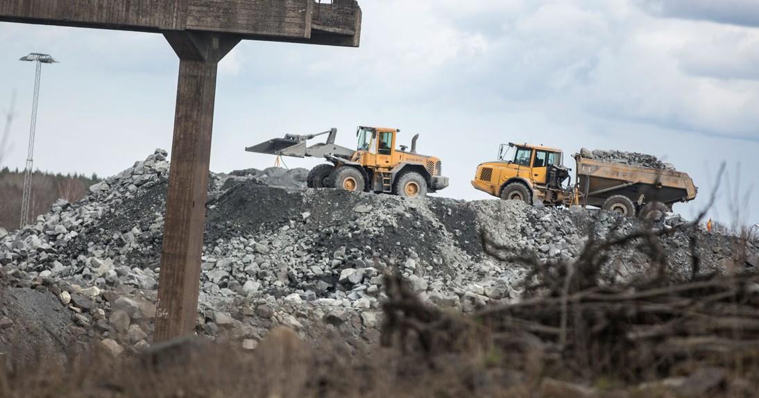 Dagens Arbete har tagit tre olika dammprover från Dannemora. Både ovan och under jord finns asbest i dammet. Gruvarbetarna har inte känt till att de utsatts för de farliga fibrerna. Foto: Johan Wahlgren