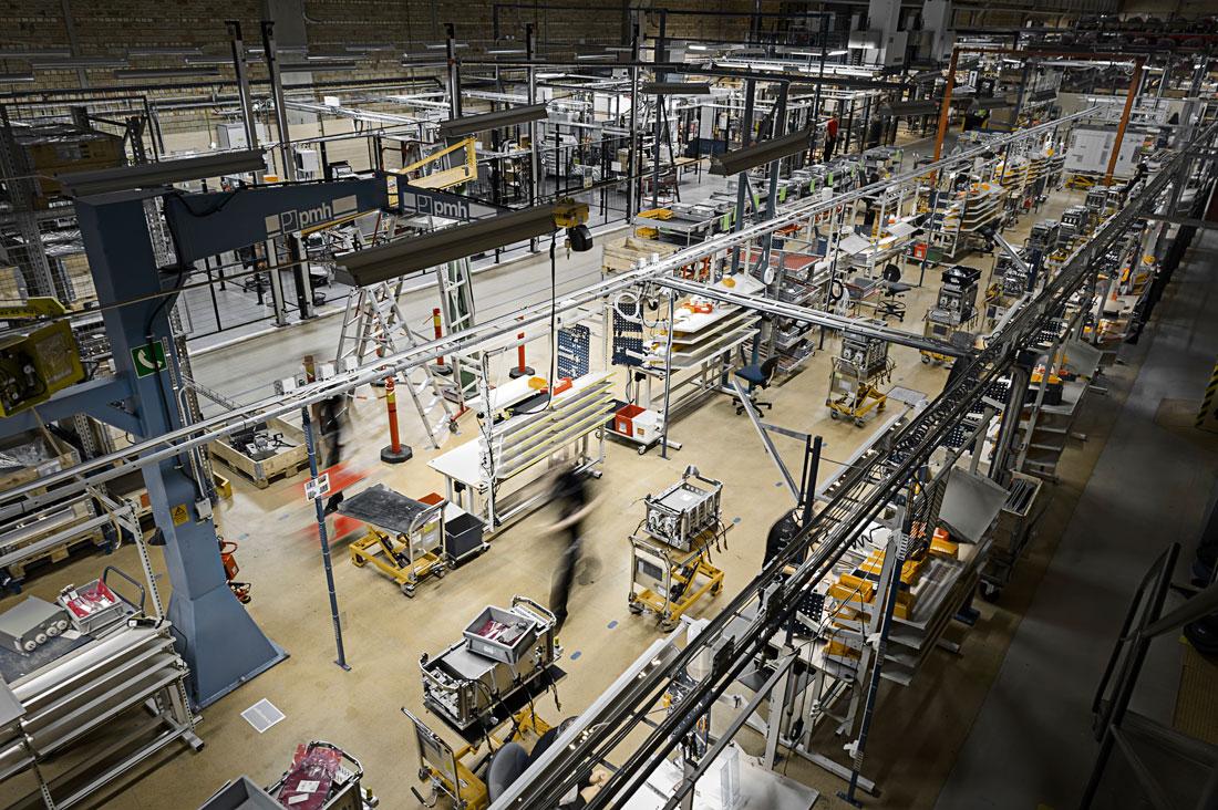 Bombardier i Västerås jobbar på en marknad med allt fler aktörer och kortare serier. Därför satsas alltmer på effektivisering av produktionen. Foto: David Lundmark