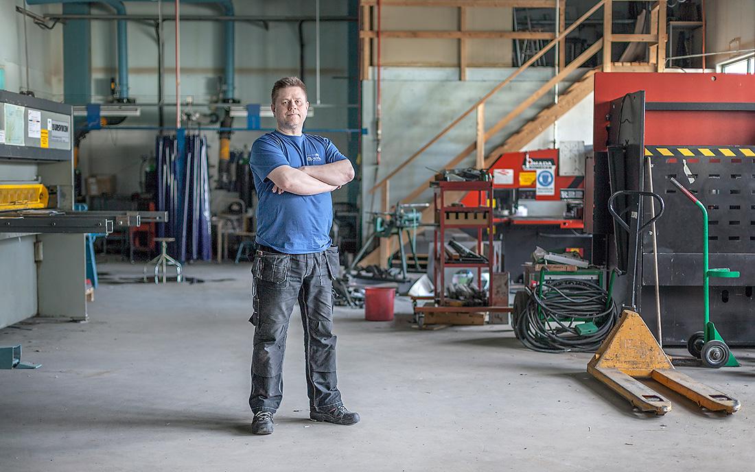 """""""Det är helt omöjligt. Vi har sparat och sparat och sparat i flera år"""", säger Anders Åström, svetslärare på Tannbergsskolan i Lycksele, om det senaste sparbetinget på 90 000 kronor per elev. Foto: Sara Kroon."""