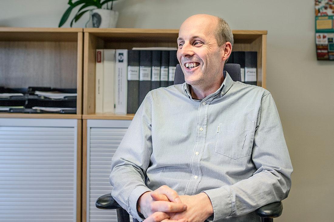 """Platschefen Peter Wejbro ser bara fördelar med hälsosatsningen. """"Vi måste ju kunna framstå som en modern arbetsplats, för att kunna attrahera ny personal"""", Foto: Sara Kroonsäger han."""