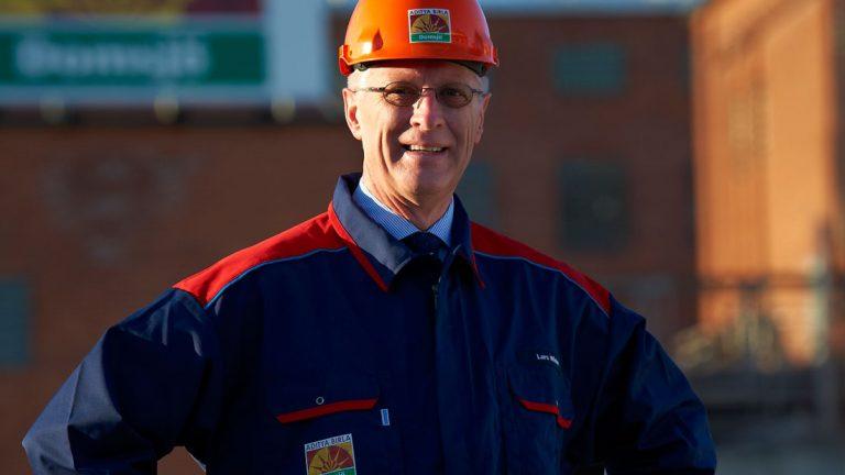"""""""Vi är vinnare, vi gör textilier av en förnybar råvara. Mer än 60 procent av världens kläder är av polyester, som görs av olja."""" säger Lars Winter, vd Domsjö."""
