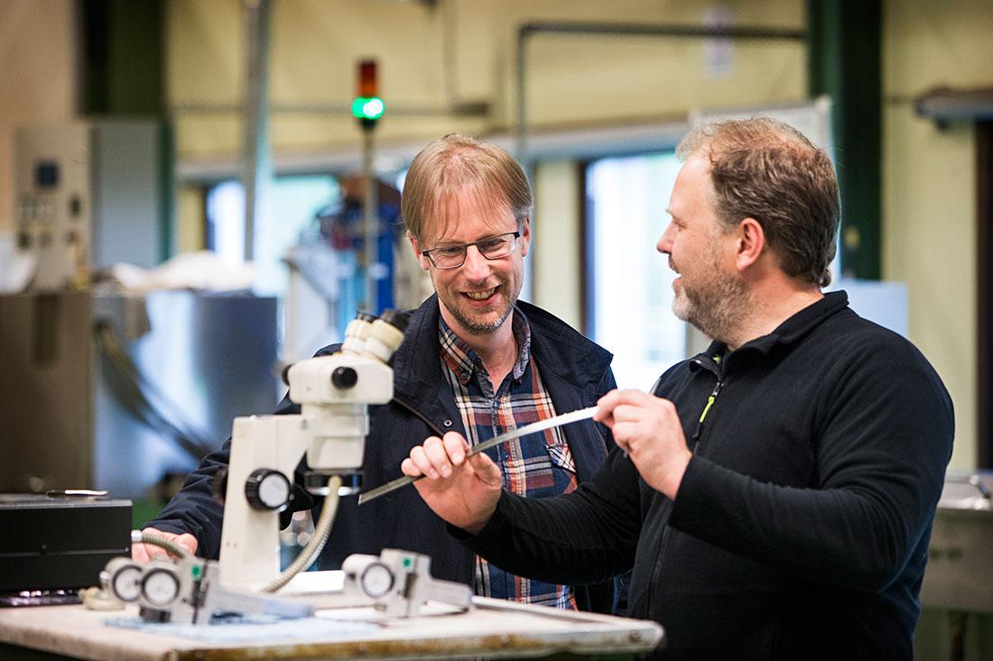 """Kommunalrådet Mathias Lindquist var härdare på Munkforssågar i sjutton år, då han bland annat jobbade med Peter Wiklund. Att få bygdens företag att samverka är viktigt, tycker han. """"Ofta pratar vi om nya företag, nya idéer, innovationer. Men alltför sällan om de befintliga företagen och hur de ska växa och frodas."""" Foto: ØYVIND LUND"""