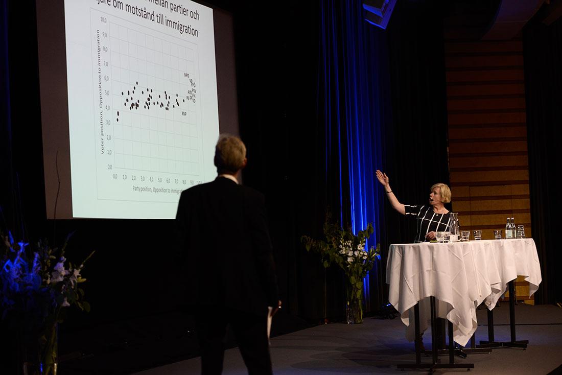 """""""De högerpopulistiska väljarna är rent generellt mera missnöjda. Det följer av att de etablerade partierna har glömt deras frågor.""""/Ann-Cathrine Jungar, docent i statsvetenskap vid Södertörns högskola. Foto: Madeleine Andersson."""
