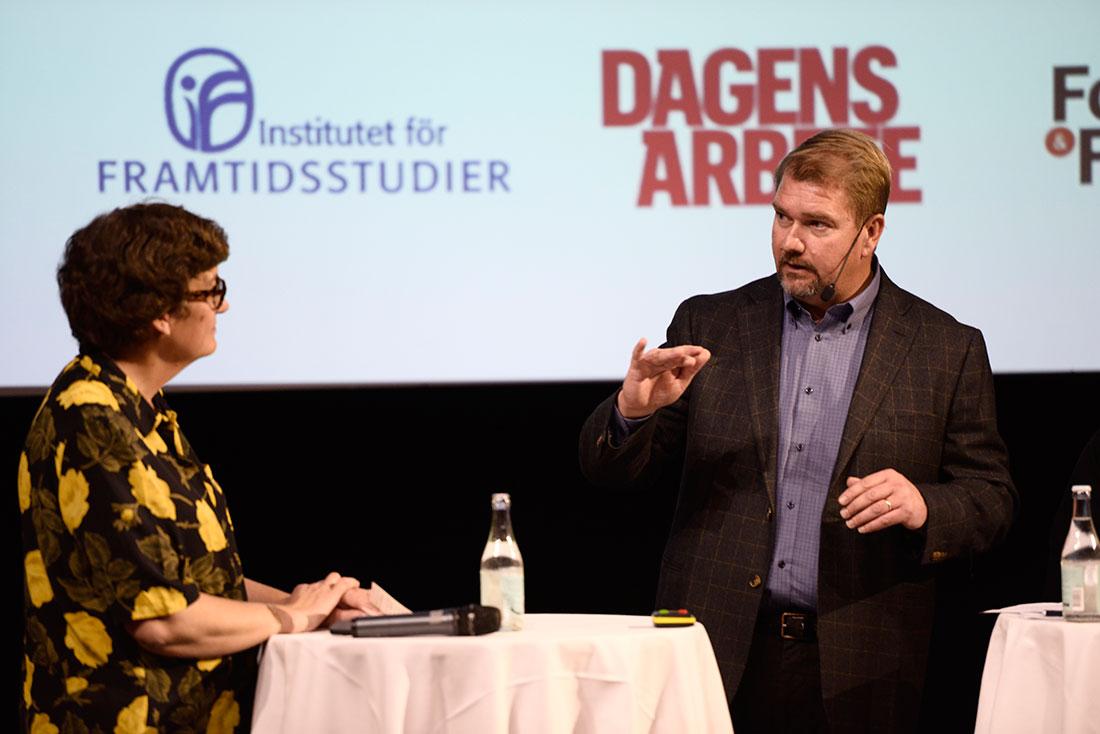 """""""Vi tycker inte att staten ska avgöra lönefrågan, så vi vänder oss emot dem som tycker att vi ska sätta minimilöner""""/Erik Andersson, till höger, statssekreterare vid Arbetsmarknadsdepartementet. Foto: Madeleine Andersson."""