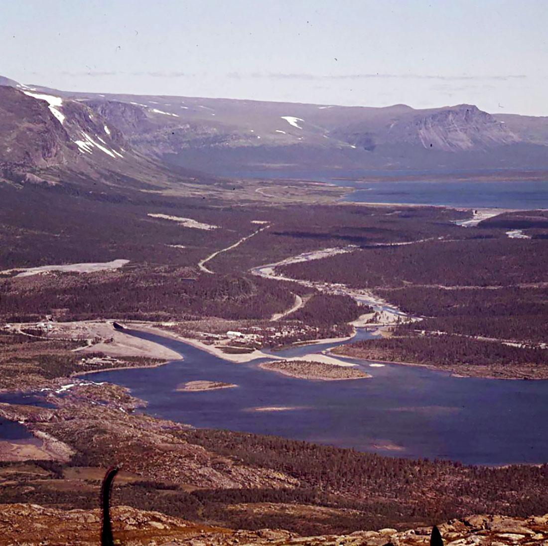 Vietas är ett underjordiskt vattenkraftverk. Vattnet leds ner via två flera kilometer långa tunnlar. Bilden är från 1970. Foto: VATTENFALL