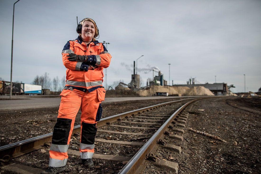 Sandra Johansson jobbar på transportavdelningen på Billerud Korsnäs i Gävle. Foto: Axel Öberg