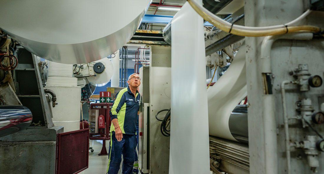 På Tallriksfabriken Strömsbruk AB ligger snittlönen på 24710 kr/månaden. Foto: Madeleine Andersson
