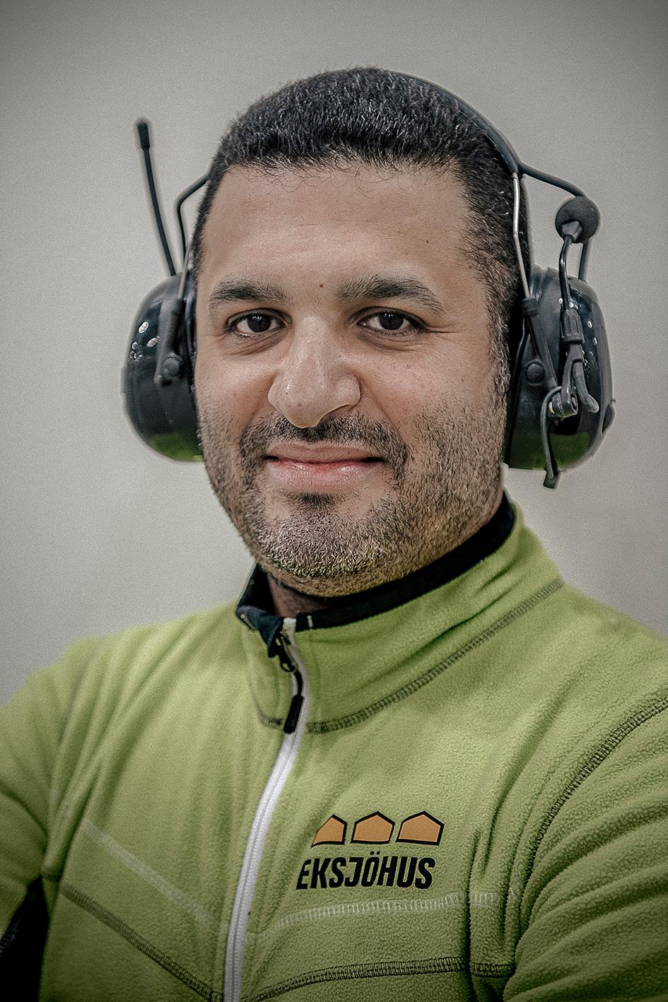 Iyad Ben Khadra fick jobb ett stenkast från skolan. Foto: David Lundmark
