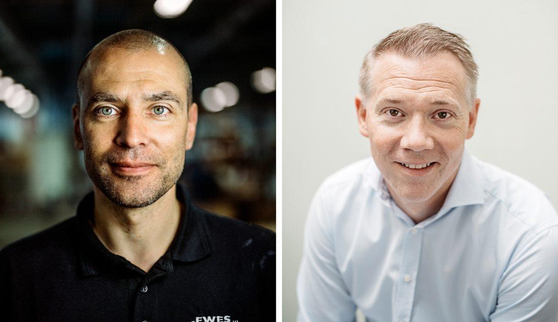 26 år på verkstan. Sedan fick Pierre Andersson (till vänster) bli produktionstekniker och projektledare i nya automationshallen. Till höger vd Anton Svensson. Foto: David Lundmark