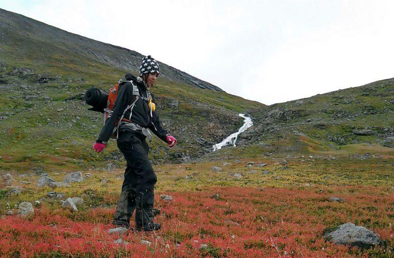 Anne-Marie Höglund på sin första fjällvandring norr om Hemavan hösten 2009.