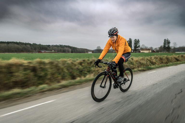"""""""Jag cyklar 500 mil om året, både landsväg och mountainbike"""", berättar Tomas Olsson. Foto: David Lundmark"""