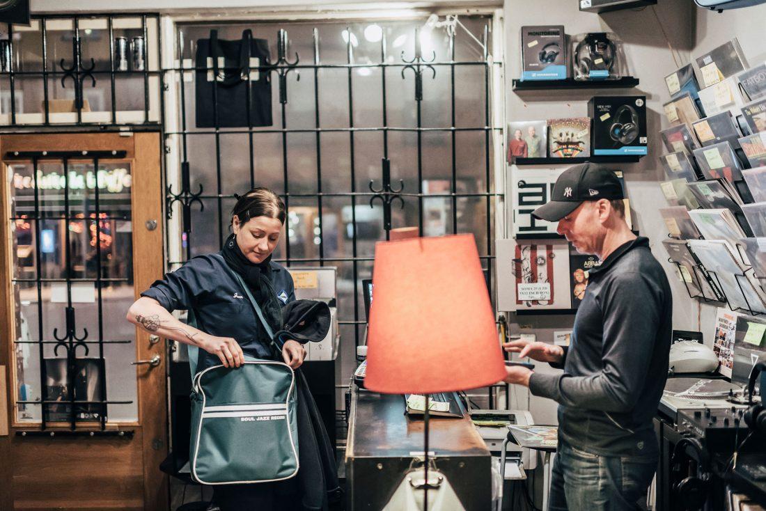 """För Anna Gavanas är skivbutikerna en ovärderlig resurs. """"De kan ta mig fan allt om musik."""" Foto: Adam Daver"""