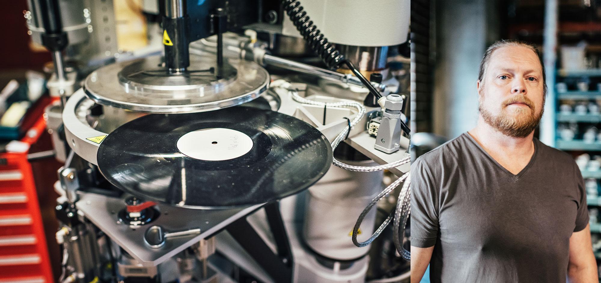 I en enkel maskinverkstad i Ulvsunda i västra Stockholm tillverkar Pheenix Alpha vinylpressar. En av ägarna är Niklas Poblenz. Foto: Adam Daver