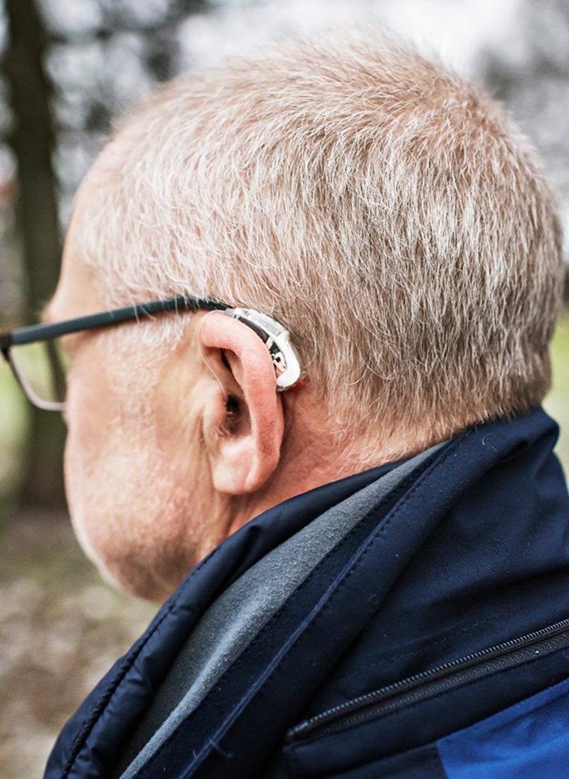 Peter Huss med hörapparat