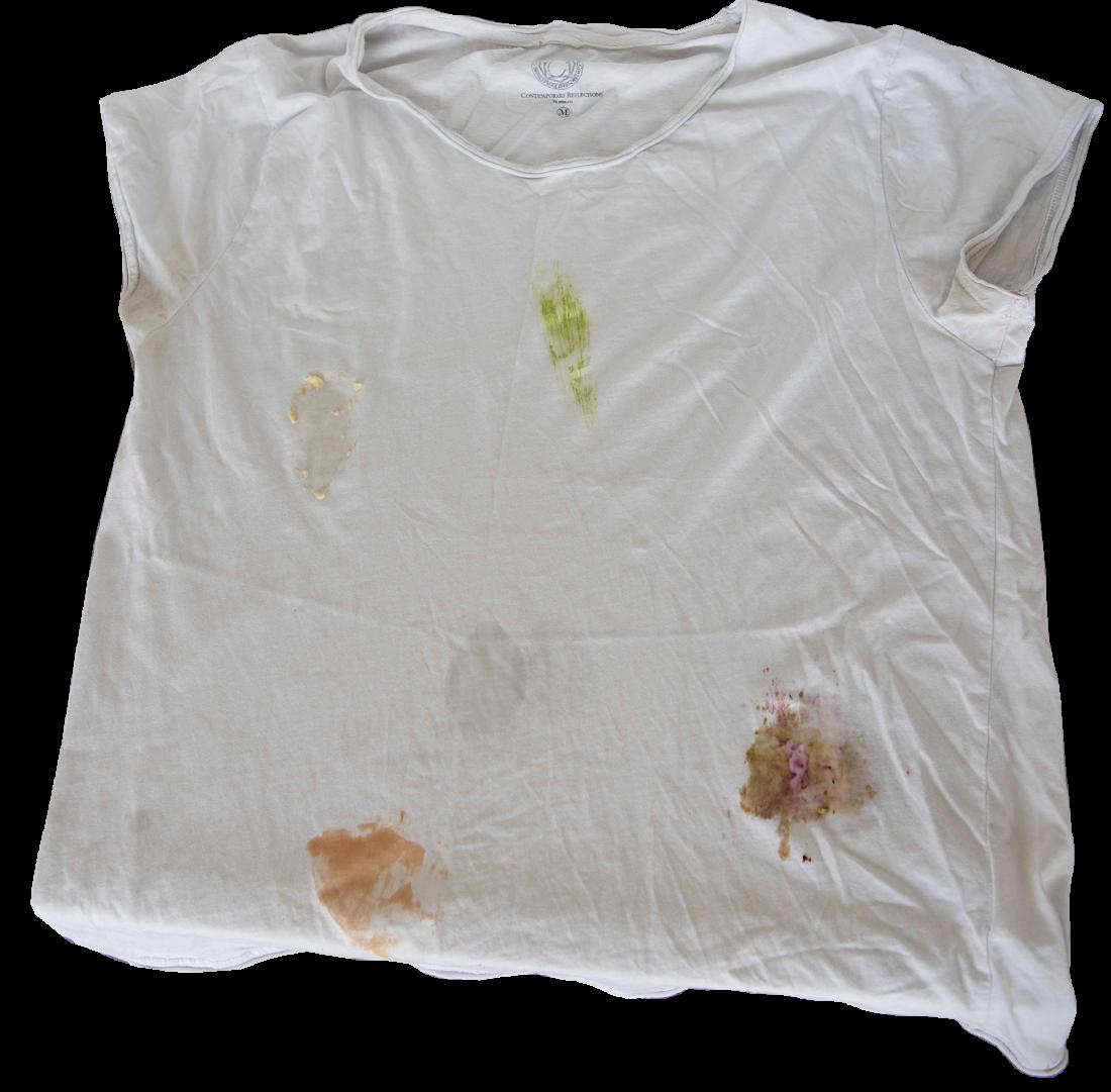 T-shirt med fläckar