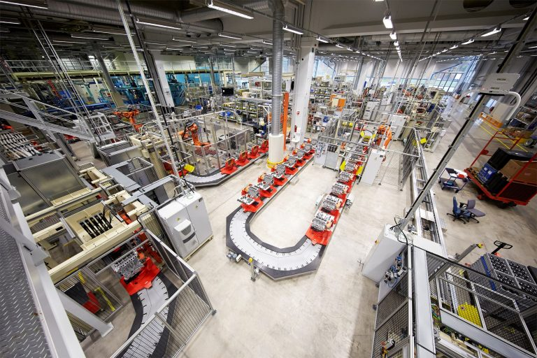 Motorer i Volvo Cars fabrik i Skövde.