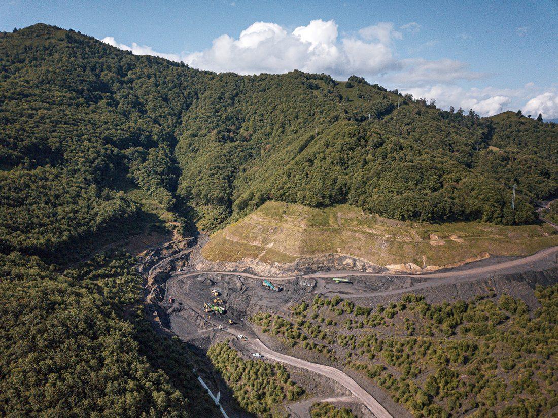 Drönarvy över återställningen av marken vid Figaredo-gruvan.