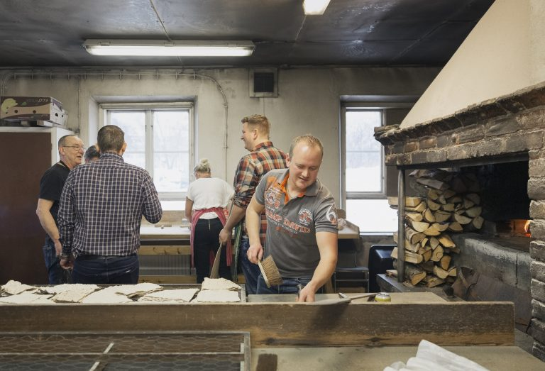 På vissa arbetsplatser har de anställda eget gym, andra egen bagarstuga. På bruket i Husum har man både och. Foto: Lina Larsson