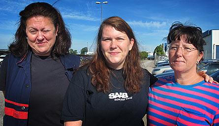 Pia Pettersson, Sylvia Persson och Pia Jacobsson klarar sig än så länge. Trots att junilönen lyser med sin frånvaro. Foto: HARALD GATU