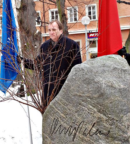 IF Metalls ordförande Stefan Löfven vid Olof Palmes grav. Foto: ANDERS ELGHORN