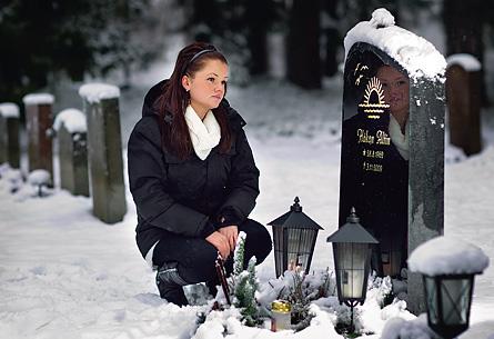Håkans döttrar väntar fortfarande på svar. Varför dog pappa på jobbet? Foto: ROGER VIKSTRÖM