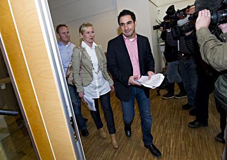 Kriskommissionens Anna Johansson och Ardalan Shekarabi presenterade rapporten på Socialdemokraternas högkvarter på Sveavägen i Stockholm. Foto: SCANPIX