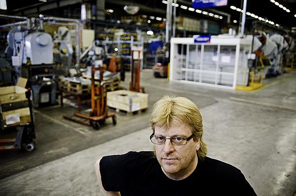 """""""Vi var en lönsam fabrik, varje spis vi tillverkade gick med vinst. Men jobben försvann ändå"""", säger Peter Karlsson. Foto: HENRIK WITT"""