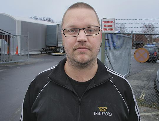 Arbetsgivarnas bud på 0,7 procent första avtalsåret är ett skämt, säger Jesper Hill, IF Metallklubben på Trellborg Industrial Products i Örebro. Foto: HARALD GATU