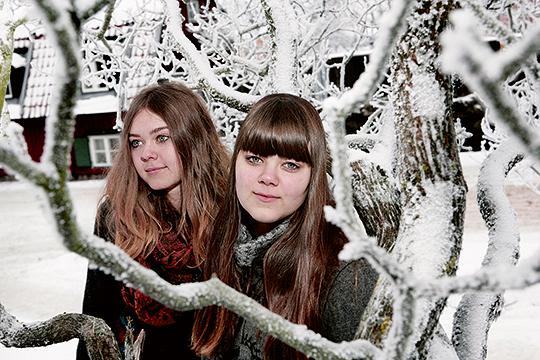 Systrarna Johanna och Klara Söderberg i First Aid Kit, med rötter i en annan tid. Foto: KERSTIN CARLSSON