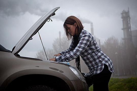 """Känslan av otillräcklighet är det sämsta med jobbet, tycker Susanna Hedman. Det finns alltid fler samtal att ringa, fler mil att åka och nya frågor att nysta i. """"Man måste lära sig att prioritera. Vad är det som brinner?"""" Foto: MARIE EDHOLM"""