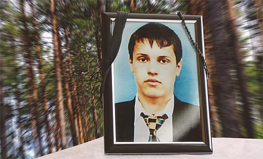 Det var 18-årige Adrian Ojocs första resa utanför hemlandet Rumänien. Han drömde om pengarna han skulle tjäna på att plantera tall och gran åt det statliga bolaget Sveaskog. Men mellan Gällivare och Överkalix tog allting slut. (Bilden är ett montage.)     Foto: SCANPIX och ANDREI ASTEFANESEI