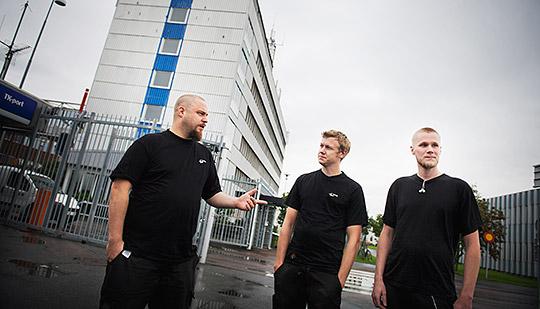 Per Andersson, Bobo Malmström och Robert Sandh har kvar sina anställningar på bemanningsföretaget Lernia, men närmare 300 kollegor blir av med jobbet. Foto: JONAS LINDSTEDT
