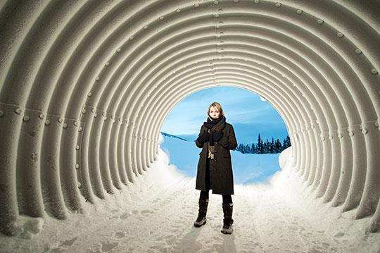 Åsa Larsson har sålt över 1 miljon böcker i Sverige och översatts till 20 språk. Hon säger att hon drömmer om att skriva en skräckroman som gör att ingen vågar gå ut i skogen. I dag talar man om den svenska deckarvågen som Nordic Crime. Det kanske blir en Nordic Horror också. Foto: LARS THULIN
