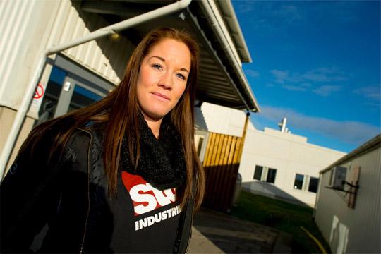 Linda Fredriksson, 35 år, jobbar som truckförare på måleriet. Totalt har hon jobbat 15 år i företaget.