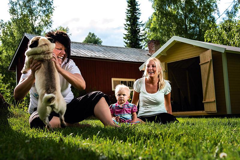 Sex inseminationsförsök och otaliga resor till Uppsala gav till slut resultat. I september förra året föddes Alice, familjens första barn.  Foto: Viktor J Fremling