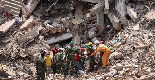 1 129 människor omkom i rasmassorna när  Rana Plaza- fabriken i Bangladesh kollapsade den 30 april, 2013.  Foto: AP