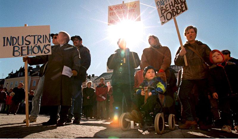 Nära 3000 människor protesterade när Ericsson lade ned fabriken i Norrköping.  Foto: TT NYHETSBYRÅN