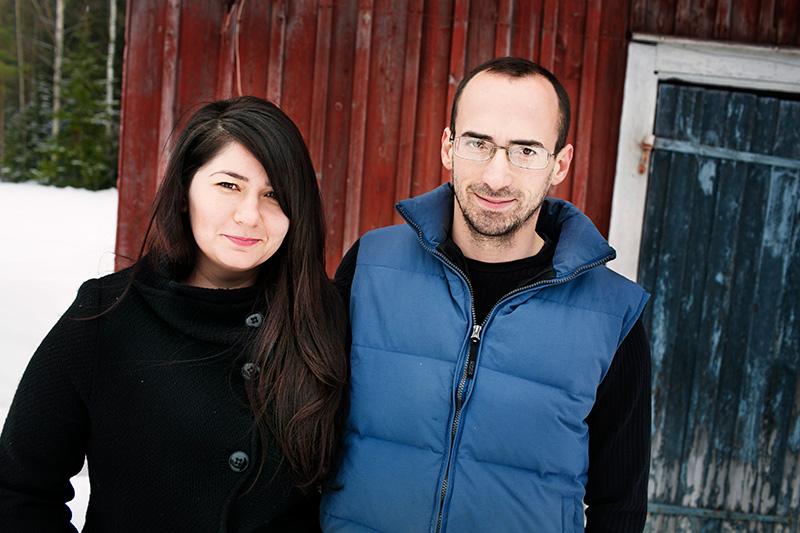 Ny arbetssommar. Vintern i Östansjö var en skön semester från det hårda röjningsarbetet, tycker Mihaela Stratulat och Liviu Balusescu. Men nu ser de fram emot en ny jobbsäsong i skogen. Foto: LISELOTT RYDBERG SÖRENSEN