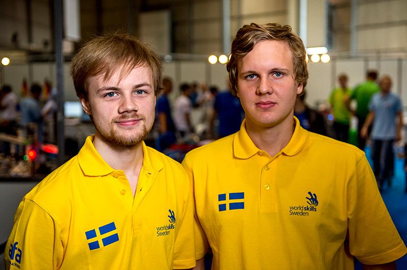 Daniel Pettersson och Dan Andersson tog guld i mekatronik Foto: WorldSkills Sweden