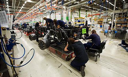 """""""Det är ganska tydliga signaler att kompetenskraven stiger inom industrin"""", säger Tord Strannefors, prognoschef på Arbetsförmedlingen. Foto: SCANPIX"""